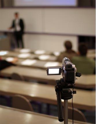Caméra filmant un présentateur
